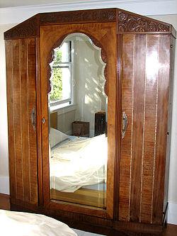 meuble armoire antique avec miroir