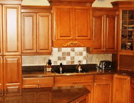 Le dosseret de cuisine backsplash une touche dans la finition de vos armoires - Restaurer sa cuisine ...