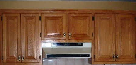 Armoire de cuisine en ch ne d capage changer la couleur - Cuisine en chene repeinte ...