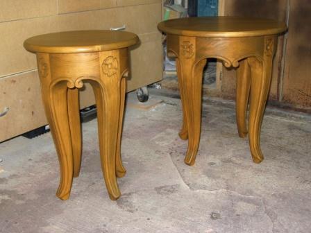 petite table décorative en bois , tabouret en bois sculpté, ébénisterie
