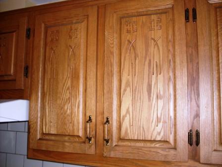 armoires de chênes travaillé