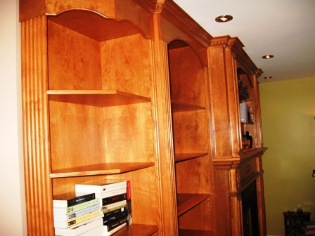 bibliothèque de bois par section