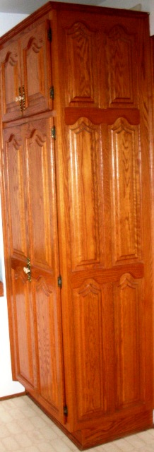 armoires de chêne avec de belles portes stylé