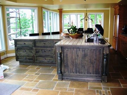 ilot de cuisine de bois en merisier et céramique