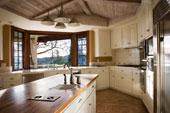 armoires de cuisine et comptoir de bois