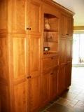armoires de cuisine en merisier et de rangement