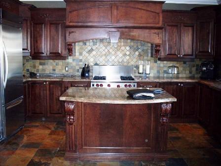 armoires de cuisine en merisier avec ilot de cuisine central