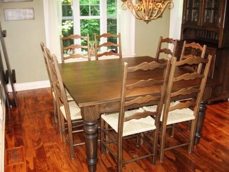 maison meubles table de cuisine en bois et chaises