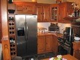 Armoires de cuisines en pin noueux, ilot de cuisine en bois, ardoise